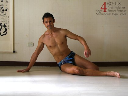 Astavakrasana preparation exercise, in side plank, with one leg in front of the other so that both knees can rest on the floor. Neil Keleher. Sensational Yoga Poses.